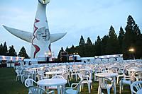 普段は入ることができない太陽の塔の目の前の芝生広場で、 音楽を聴きながら、美味しい料理とワインを楽しむ2daysフェスティバル!