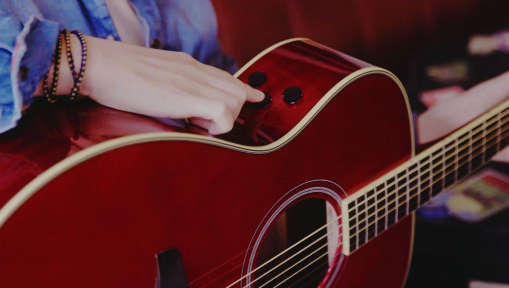 弾いている人が気持ちよくなる|YAMAHAの『トランスアコースティックギター』