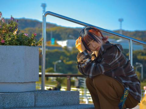 京都出身、17歳高校2年生のシンガーソングライター。 舞台殺陣役者としても活躍する異色の経歴の持ち主が登場!『霧嶋梨乃』