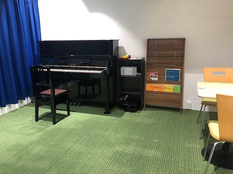 完全防音。芝生仕様の爽やか空間でピアノ練習はいかがでしょう。