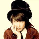 1986年、布袋寅泰&ホッピー神山のプロデュースでデビュー。 数々のステージやNHK音楽番組の司会などを経て、現在も様々な活動を行っている彼が登場!【松岡英明】