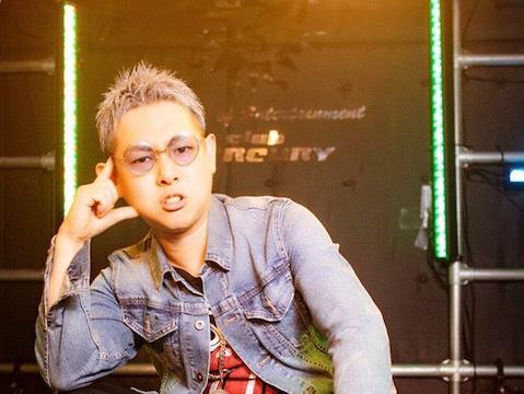 大阪を拠点に全国で活動中、レゲエテイストの入ったポップな楽曲で みんなの心にパワーを注ぐようなライブを繰り広げている彼が登場!【T-face】