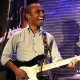 ハンバー音楽大学でJazzStudiesの学士を取得、プロギターリストとして活動。英語と日本語を選択して受講可能。【ギター】講師:ライアン・ボアセイル インタビュー